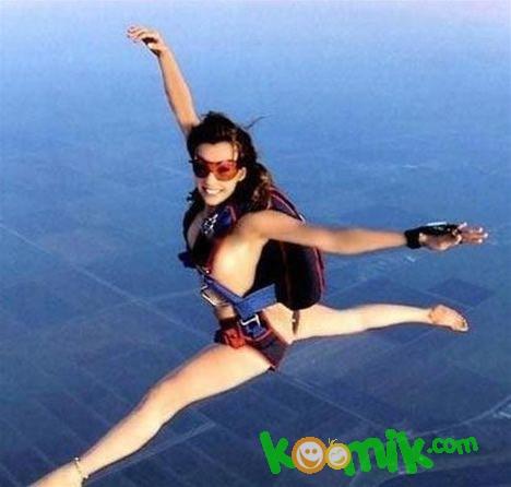 Голая девушка с парашютом фото 169